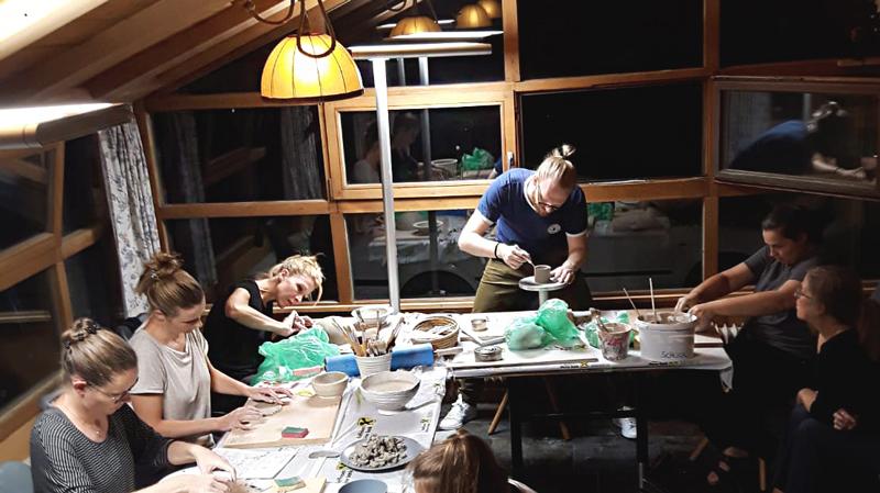 Töpferstube in der Guten Stube Andelsbuch. Keramik Workshop im Bregenzerwald.