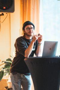 Thomas Stanglechner beim Film-Workshop in der Guten Stube Andelsbuch.