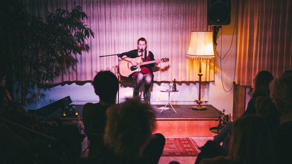 Mona Ida Stubat Konzert in der Guten Stube Andelsbuch. Foto by Angela Lamprecht.