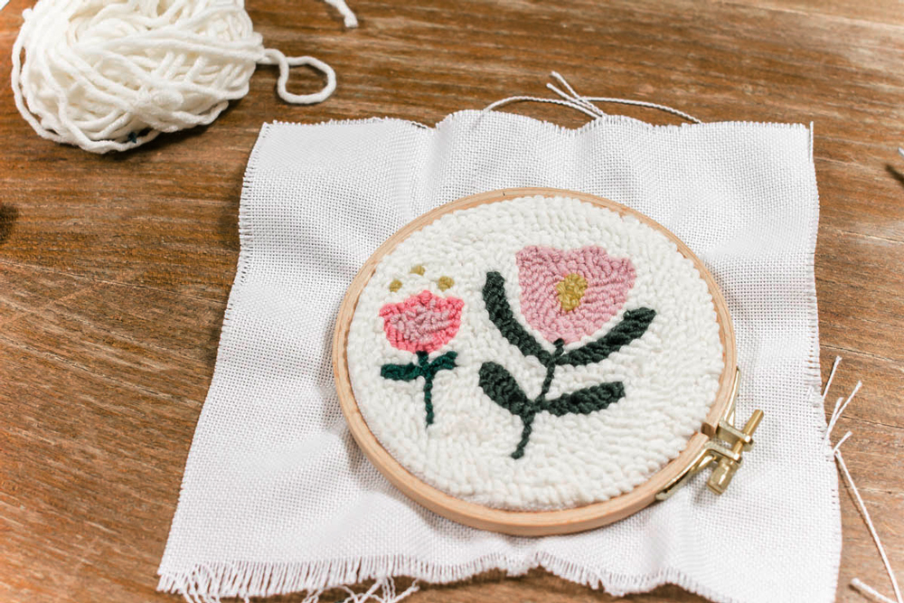 Punch Needle Workshop mit Sarah Halbeisen in der Guten Stube Andelsbuch. Embroidery Sticktechnik Punch Needling. Fotos by Sarah Halbeisen.